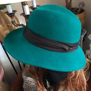 Vintage Green Wool Hat w Fabric Ties